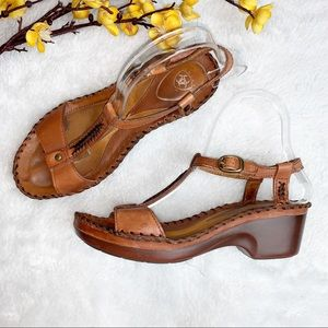 ARIAT | 7.5 Leather Strappy Sandals Wedge